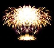 De stroken van het vuurwerk in nachthemel, viering Royalty-vrije Stock Foto