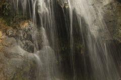 De stromen van het rivierwater royalty-vrije stock afbeeldingen