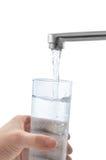 De stromen van het water in het glas Stock Afbeelding