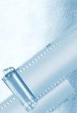 De strook van de film in blauw omringend licht Stock Fotografie