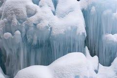 De stroom van de berg in de winter Stock Fotografie