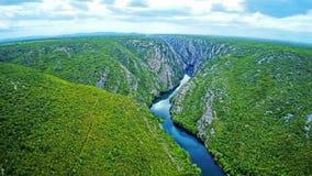 De stroom van de Krkarivier - Nationaal park stock footage