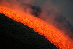 De stroom van de lava op Etna vulkaan Stock Foto's