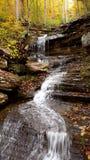 De stroom van het cascadewater in de herfst royalty-vrije stock foto