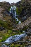 De stroom van de koud waterberg stock fotografie