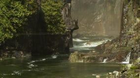 De Stroomversnelling van de Capilanorivier, Noord-Vancouver stock footage