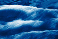 De stroomversnelling van de rivier Stock Foto