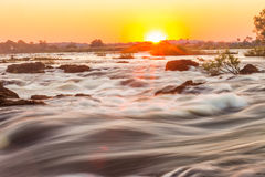 De stroomversnelling van Whitewater bij de Dalingen van Victoria Stock Foto