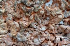 De structuur van een natuursteen van roze geoxydeerd kalksteen royalty-vrije stock fotografie