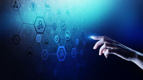 De structuur van het automatiseringssysteem op het virtuele scherm Slimme productietechnologie en Internet van dingenconcept royalty-vrije stock fotografie