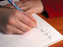 De student van handen het schrijven Royalty-vrije Stock Afbeeldingen