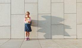 De student van de het schoolmeisje basisschool van het kindmeisje Royalty-vrije Stock Fotografie