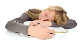 De student viel in slaap tijdens het bestuderen Royalty-vrije Stock Fotografie