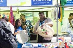De studenten die van Mauritius trommels plaing Stock Afbeeldingen