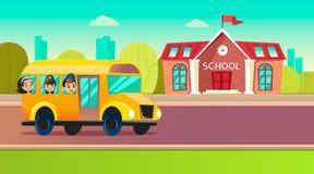 De studenten gaan naar school op schoolbus Stock Foto's