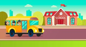 De studenten gaan naar school op schoolbus Stock Foto