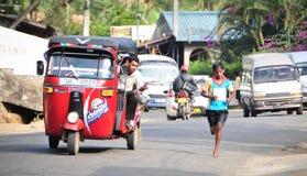 De studenten nemen aan de lokale marathon in Sri Lanka deel Stock Afbeelding