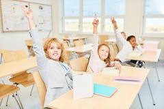 De studenten registreren in klasse royalty-vrije stock foto