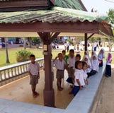 De studenten van de kleuterschool in een Moslimgesubsidieerde lage school in een plattelandsgebied royalty-vrije stock afbeelding