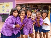 De studenten van de kleuterschool in een Moslimgesubsidieerde lage school in een plattelandsgebied Stock Foto's