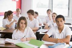 De studenten van de middelbare school in klasse Royalty-vrije Stock Foto's