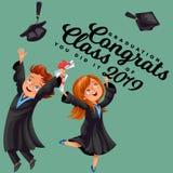 De studentenaffiche met gelukkige gediplomeerden van verschillende nationaliteiten viert middelbare schoolgraduatie Royalty-vrije Stock Fotografie