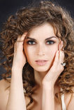 De studioportret van de close-up van mooi meisje Royalty-vrije Stock Afbeeldingen