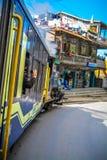De stuk speelgoed treinrit Darjeeling royalty-vrije stock fotografie