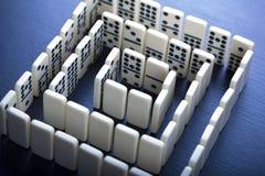 De stukken & het Labyrint van de domino Stock Foto's