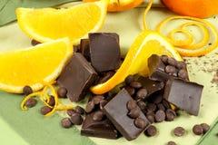 De Stukken en de Sinaasappel van de chocolade Royalty-vrije Stock Foto