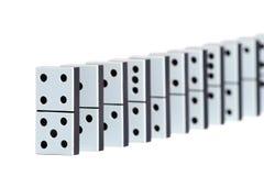 De stukken van de domino in een lijn Stock Afbeeldingen