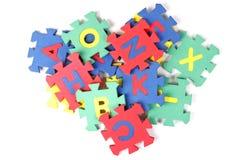 De stukken van het alfabetraadsel Stock Afbeeldingen