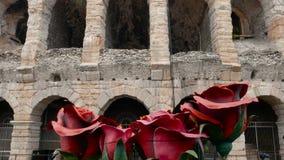 De stukken van vastgesteld ontwerp van de Aida-opera worden vervoerd aan de Arena voor een show stock video