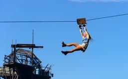 De stuntman landt met kabel Stock Foto's