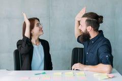 De succesvolle overeenkomst van groepswerkpartners stock afbeelding