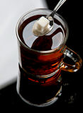 De suiker van het stuk in thee stock fotografie