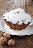 De suiker van het suikerglazuur op een cake Stock Afbeelding