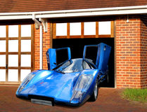 De super auto van Lamborghini in garage Stock Foto