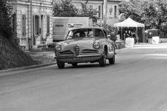 De SUPER SPRINT die van ALFA ROMEO 1900 C 1956 op een oude raceauto in verzameling Mille Miglia 2017 REIZEN Royalty-vrije Stock Foto