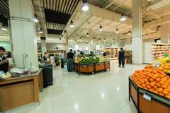 De Supermarkt Waitrose van Doubai op 8 Augustus I Stock Foto