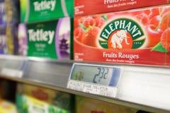 De supermarktbinnenland van leidersPrice stock foto's