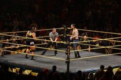 De Superster Rhyno van WWE NXT bekijkt over ring worstelaar Baron Corb royalty-vrije stock fotografie