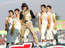"""De Superster van """"Tik Shiro"""" in het zingen van Thailand de concurrentie veertigste Thailand Universitaire Spelen Royalty-vrije Stock Afbeelding"""