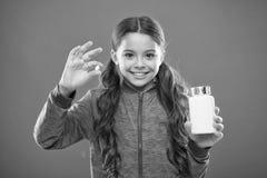 De supplementen van de behoeftevitamine Hoe vitaminen behoorlijk neem Neem vitaminesupplementen Eet gezonde voeding Voedzame diee royalty-vrije stock foto