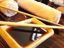 De sushi dienen klaar voor diner in Stock Foto