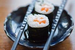 De sushi van tekkamaki van het zalmbroodje royalty-vrije stock afbeelding