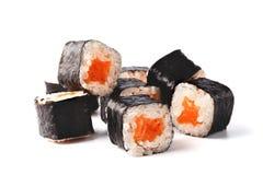 De sushibroodjes van Japan op witte achtergrond worden geïsoleerd die Stock Afbeelding