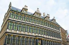 De svarta kolonnerna av det Ghent stadshuset Royaltyfri Fotografi