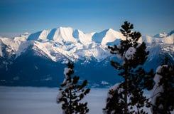 De sydliga beskickningbergen visar av deras snö täckte maxima Royaltyfri Bild