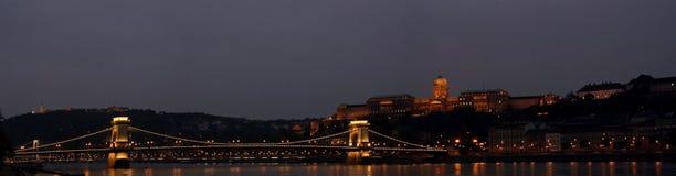 De Szechenyi-Kettingsbrug in Boedapest, Hongarije stock afbeeldingen